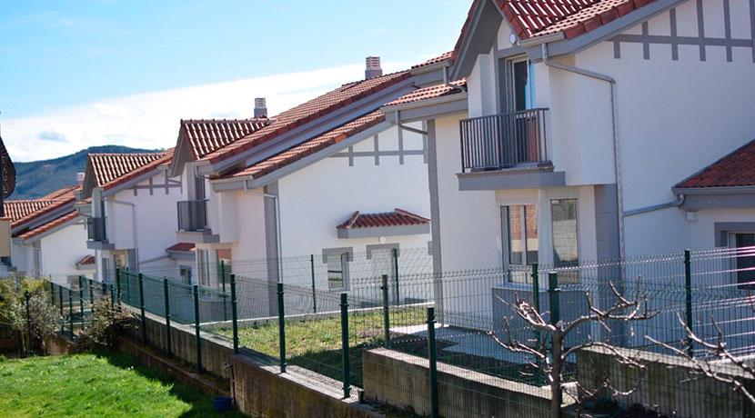 Construcción de urbanización de 12 viviendas pareadas y 1 aislada